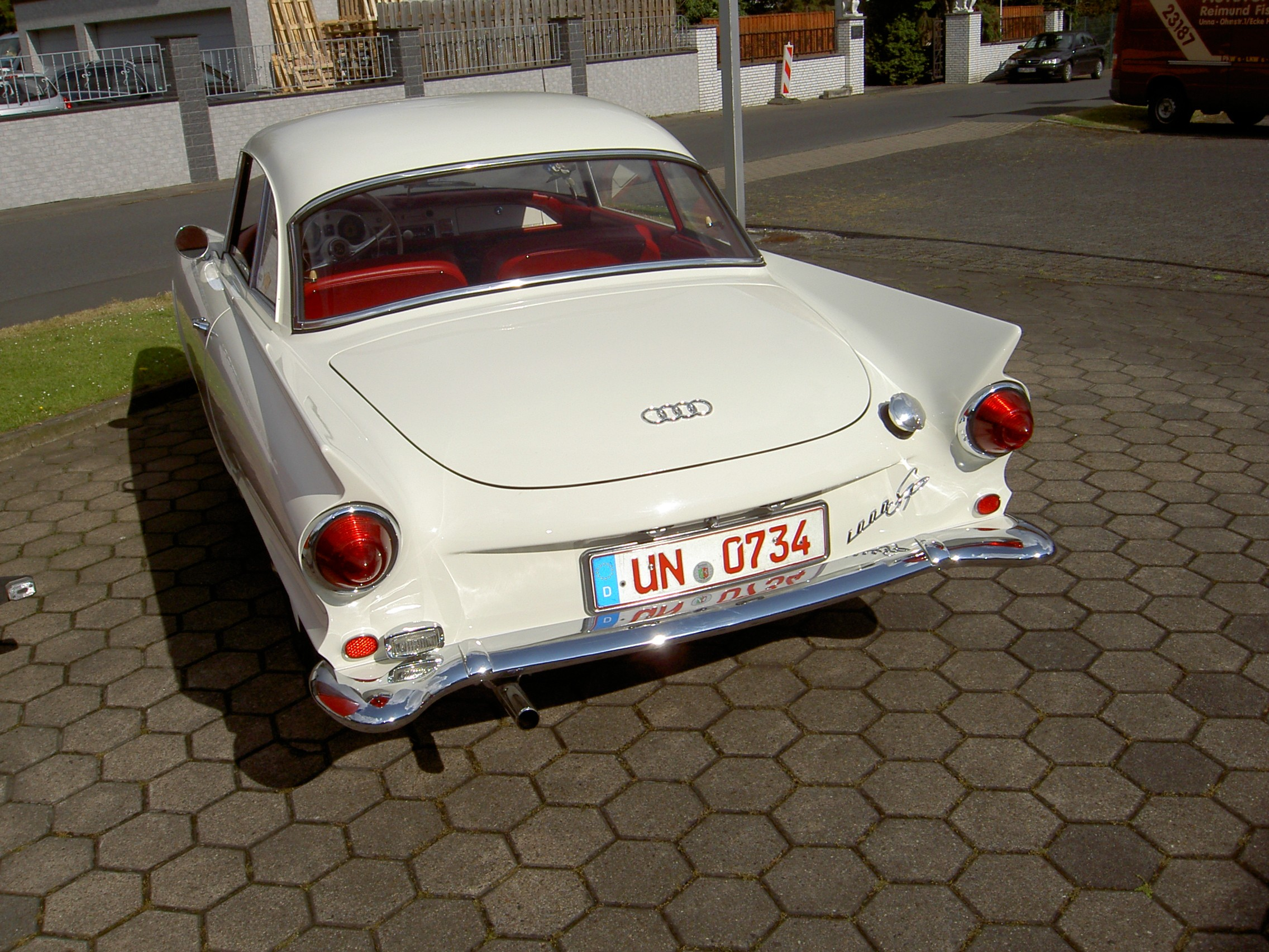 http://autoteile-anhaenger-undmehr.beepworld.de/files/audi1000sp-bj1961-heck.jpg?nocache=0.2527058439985169